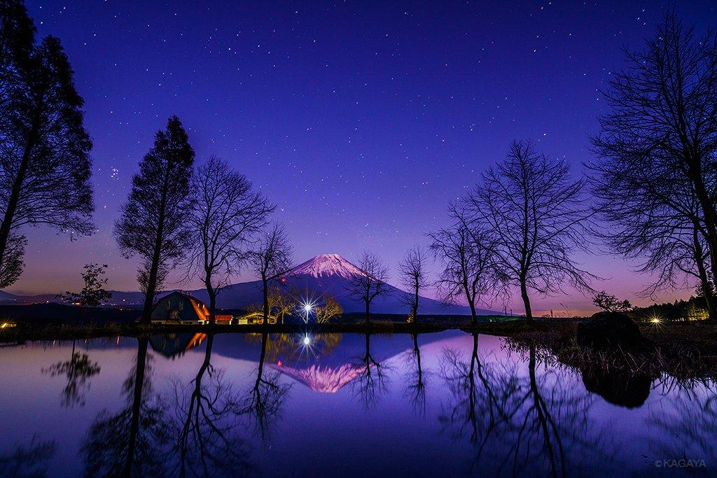 星々が輝きだすころ、富士はその高さゆえの残照で浮かび上がります。(昨日撮影) pic.twitter.com/LE11cSaqEy