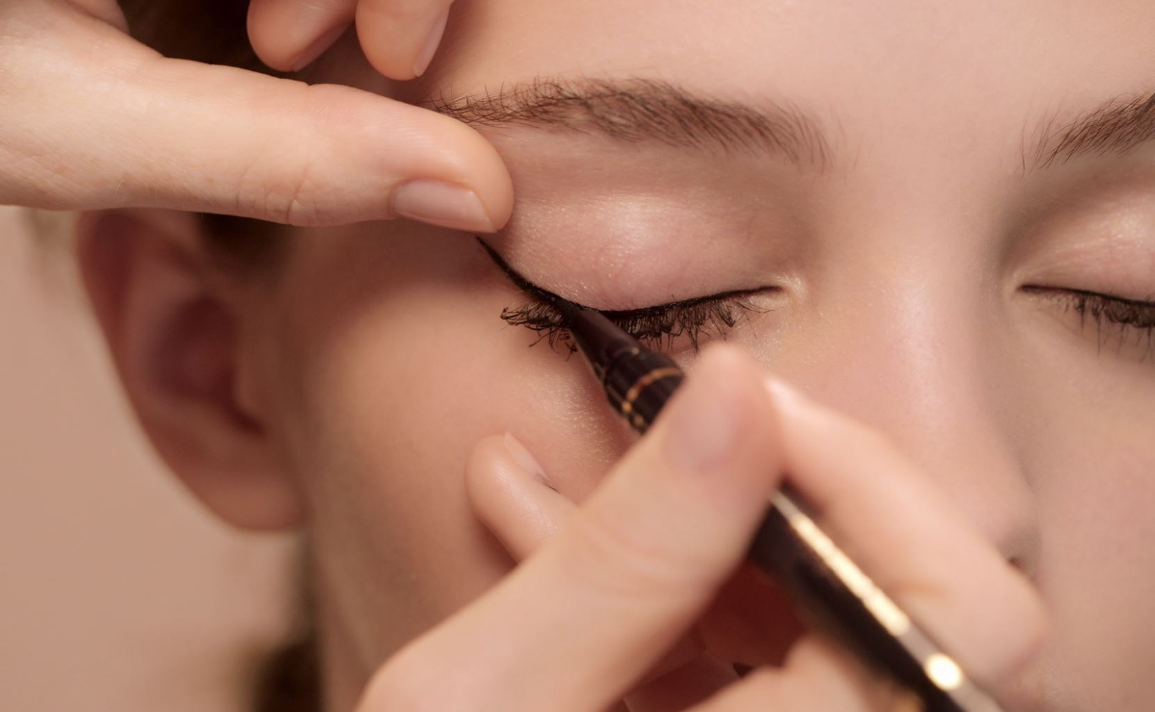 Master winged eyeliner with the latest episode of Vogue Beauty School - https://t.co/UkZh4pwaet https://t.co/aN6nJ9DFEy