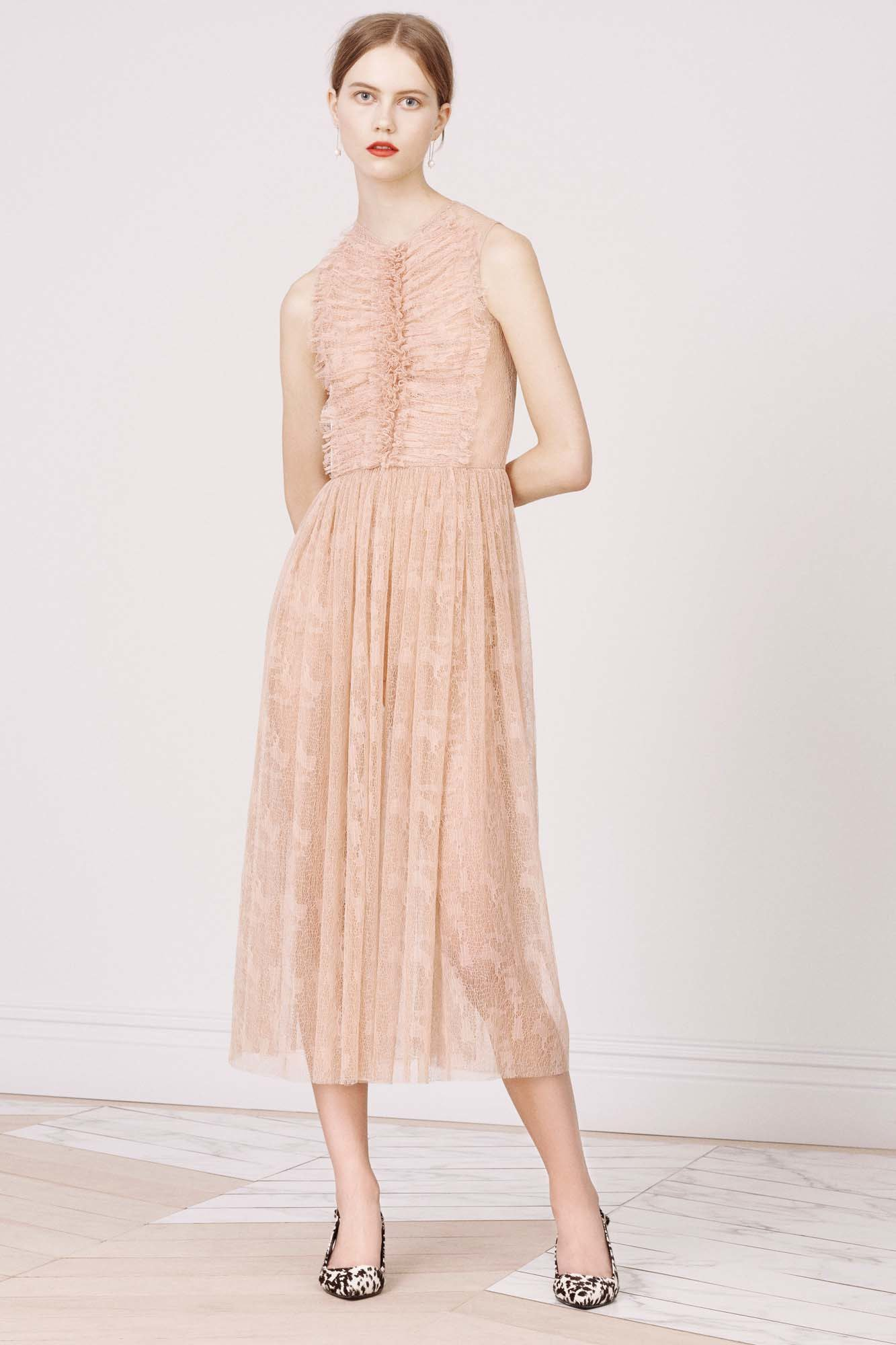 RT @FashionWeek: .@JasonWu's Pre-Fall 2016 collection featured delicate florals and ladylike pinks: https://t.co/ltBgiGunSj. https://t.co/R…