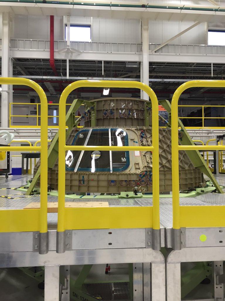 Whoa! The @BoeingDefense Starliner upper module in the CCCPF building @NASAKennedy #NASASocial https://t.co/jPpqp5Qn9l