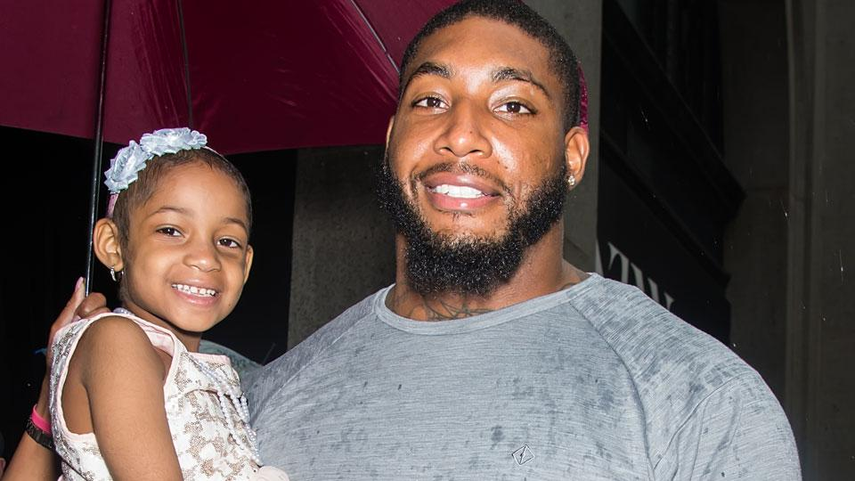 Devon Still announced his daughter Leah is cancer-free https://t.co/k2kXZlyj2H