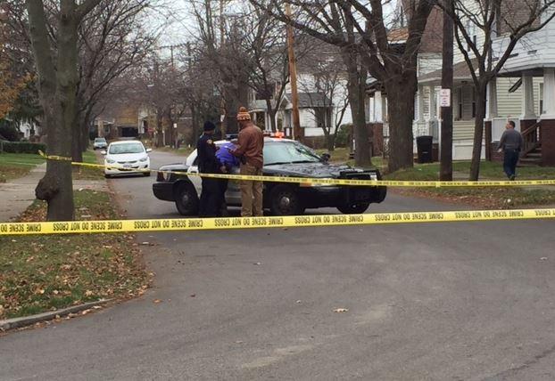Cle police investigate shooting @ e  160th/trafalgar  man