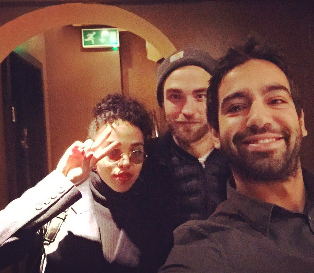 Robert Pattinson and @FKAtwigs hanging out with us today!! #DimSum #London #RobertPattinson #fkatwigs https://t.co/KiUXb0htgs