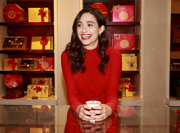 .@EmmyRossum's latest charity project will make you love chocolate even more: https://t.co/f620M4vkow #GivingTuesday https://t.co/Ss3AoGaRLz