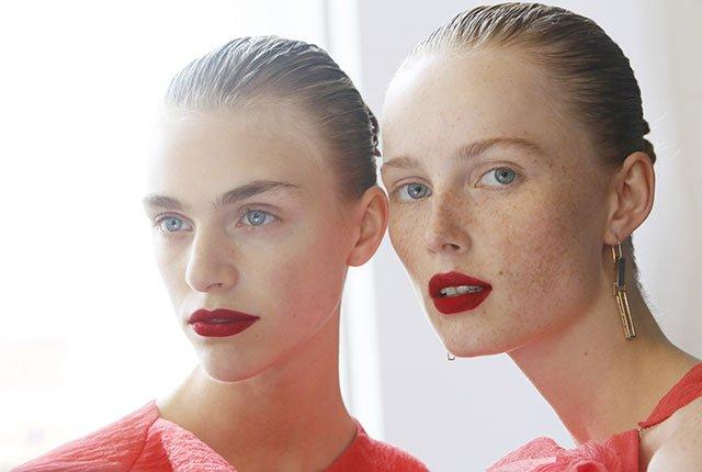 14 must-read beauty tips from the December issue of Allure: https://t.co/gLZaqVxPLG https://t.co/mBvE8lKjeO