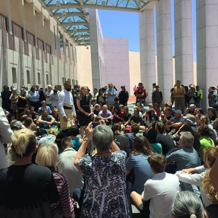 #peoplesparliament back in session outside Parliament House #Canberra. #Auspol #cop21 https://t.co/jstOqzN6jQ