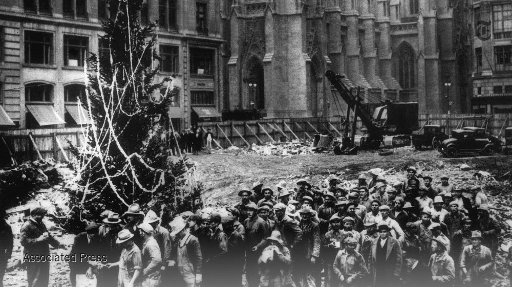 Meet the Italian immigrants who put the first Christmas tree in Rockefeller Center, in 1931. https://t.co/H14nLYzCk7 https://t.co/W06EVUi9rt