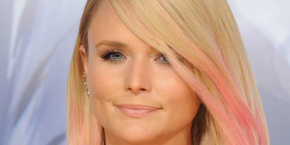 .@mirandalambert opens up about her divorce for the first time: https://t.co/2Ly4wR2gQU https://t.co/pRtOpH2BuZ