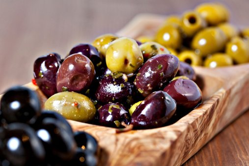 Up your olive game with these easy marinated party olives: https://t.co/WNjXHmmwXm https://t.co/2x3NsMPyqZ