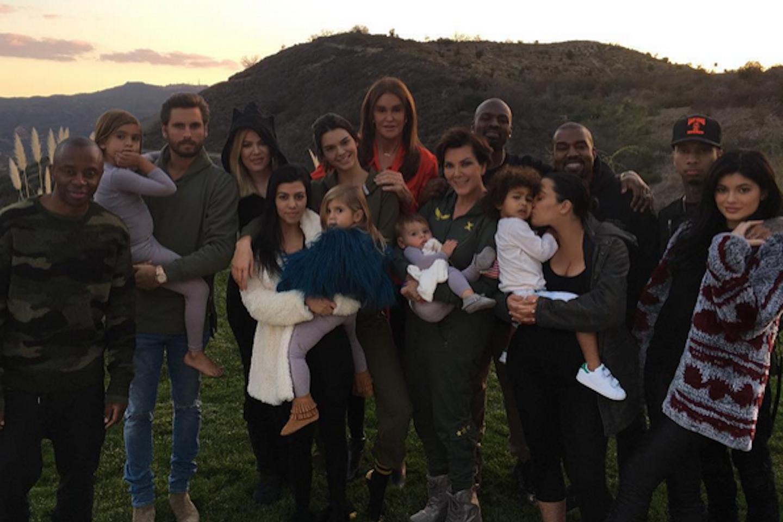 A Kardashian Thanksgiving mystery has been solved https://t.co/wg6MDEVluI https://t.co/0TTzZ0DkiQ