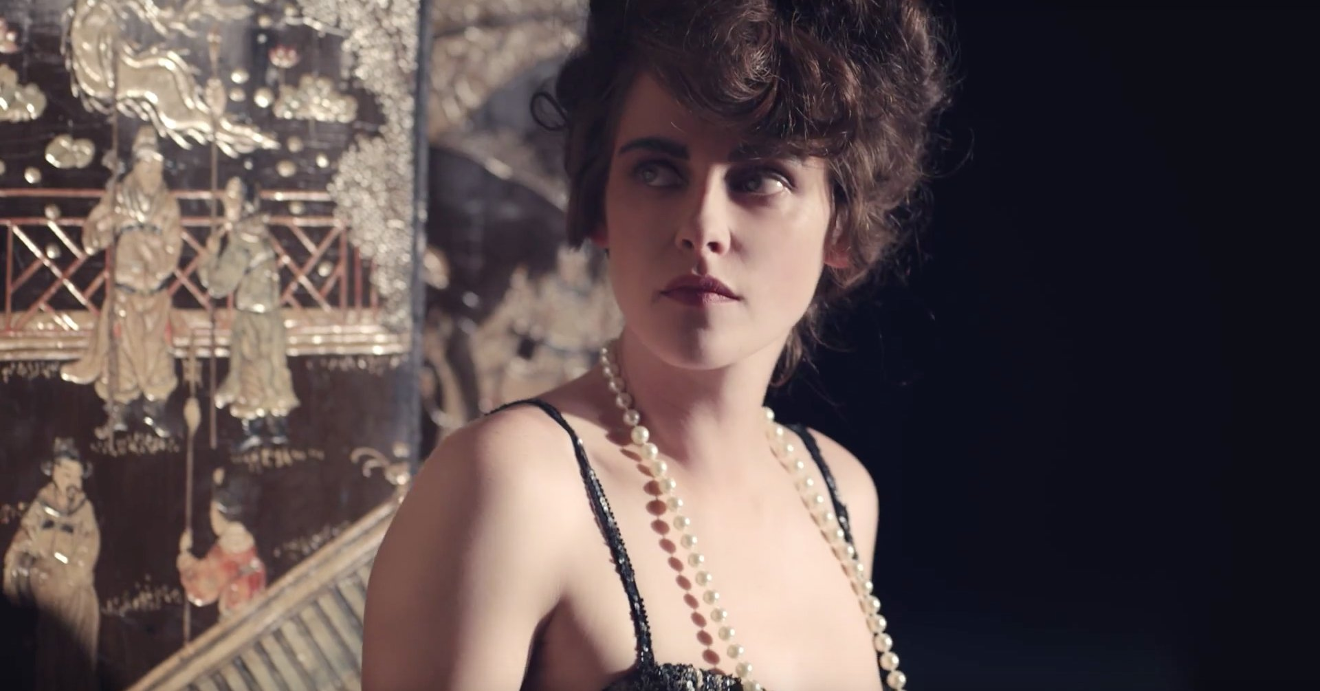 Watch Kristen Stewart Play a Diva Actress and Sing Badly in Karl Lagerfeld's New Short Film: https://t.co/tBjAf1zuz3 https://t.co/4rBFJi3k1e