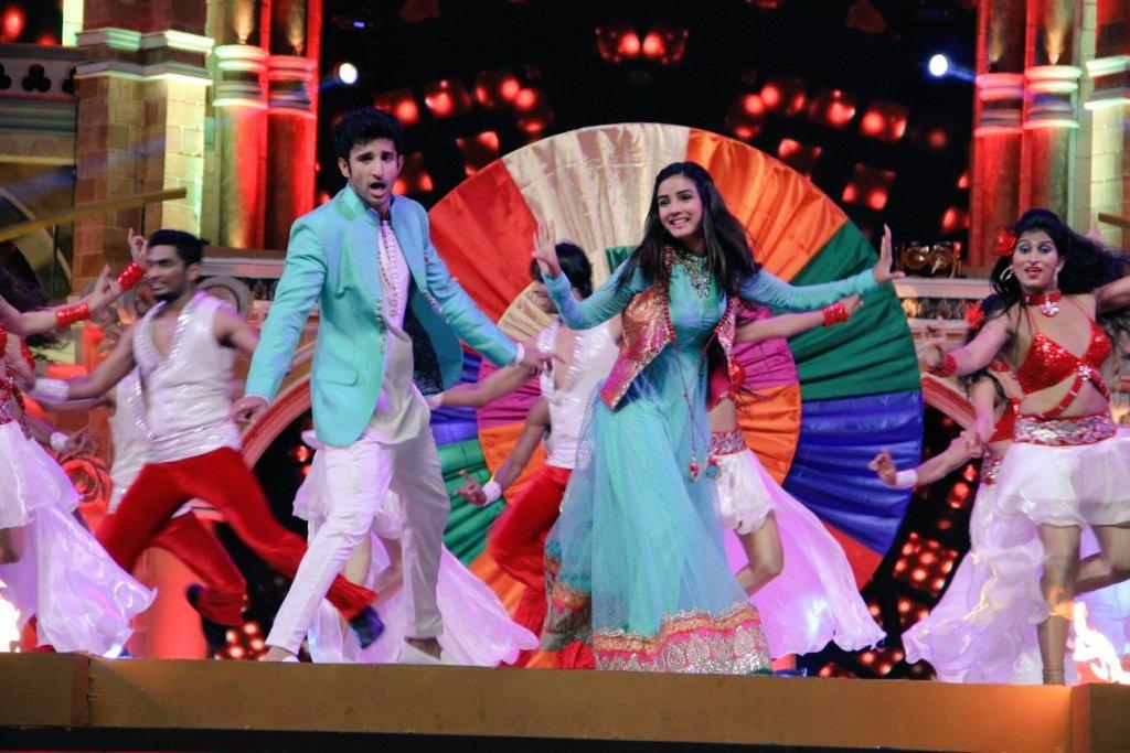 Twinkle and Kunj perform at Zee Rishtey Awards 2015 Image