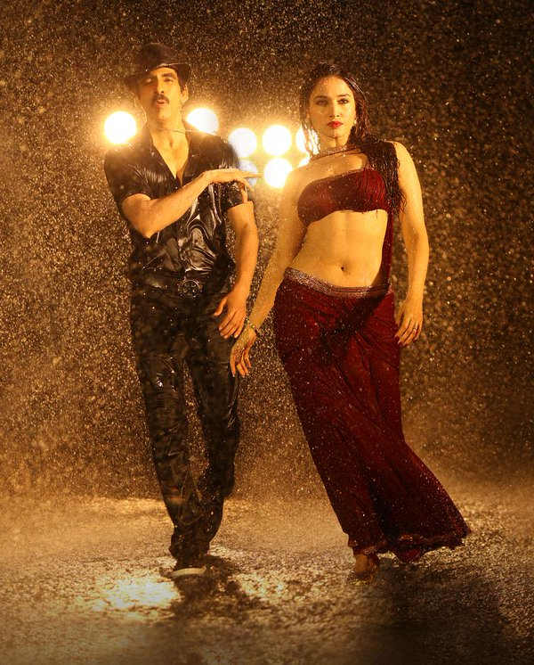 Ravi Teja and Tamanna in Bengal Tiger. Hot Tamanna, Super Hot Tamanna in Bengal Tiger.