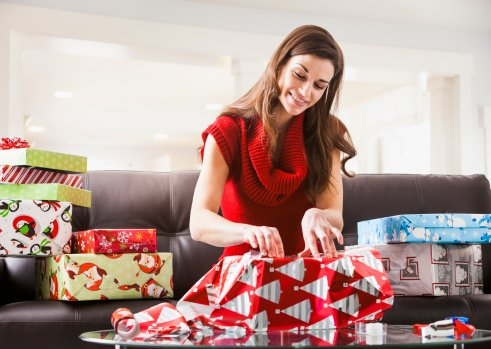 Insane new way to wrap a gift in 15 seconds flat will make your holidays a piece of cake: https://t.co/uC6ugjBcHC https://t.co/b1uxTyU03s