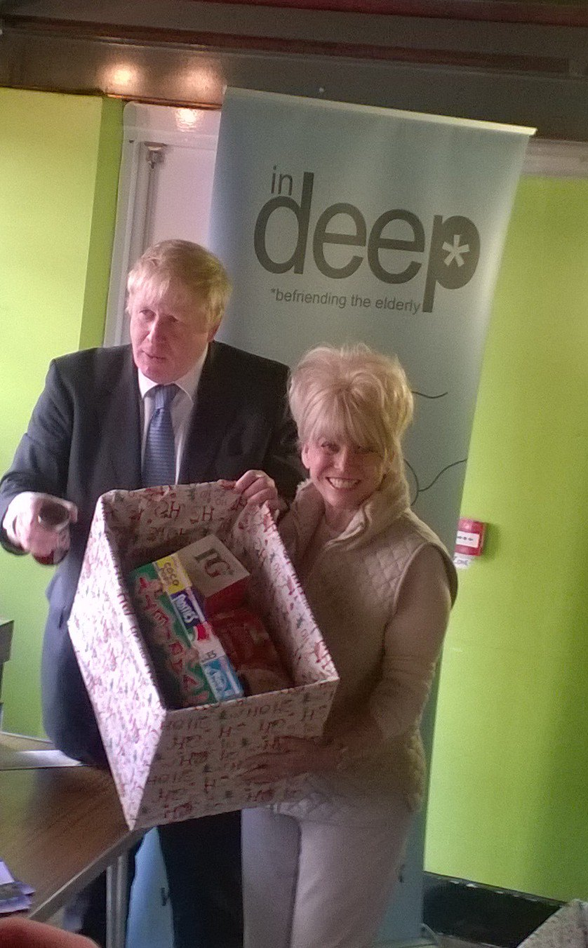 RT @InDeepLDN: We are making up #Christmas hampers with our VIVs (Very Important Volunteers). #exciting #InDeepLND @MayorOfLondon https://t…