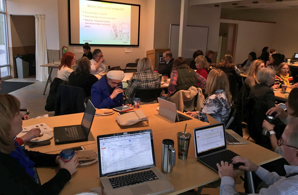 We've got a very full room learning the latest about Social Media during a HigherEd webinar at #BoiseState #HESM15 https://t.co/Us3AM5lSQr