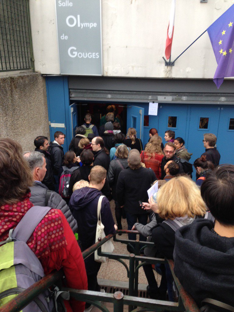 Line up out the door at @thischanges workshop in #Paris. #COP21 #climatechange #TheLeap @NaomiAKlein https://t.co/06INRJx8va