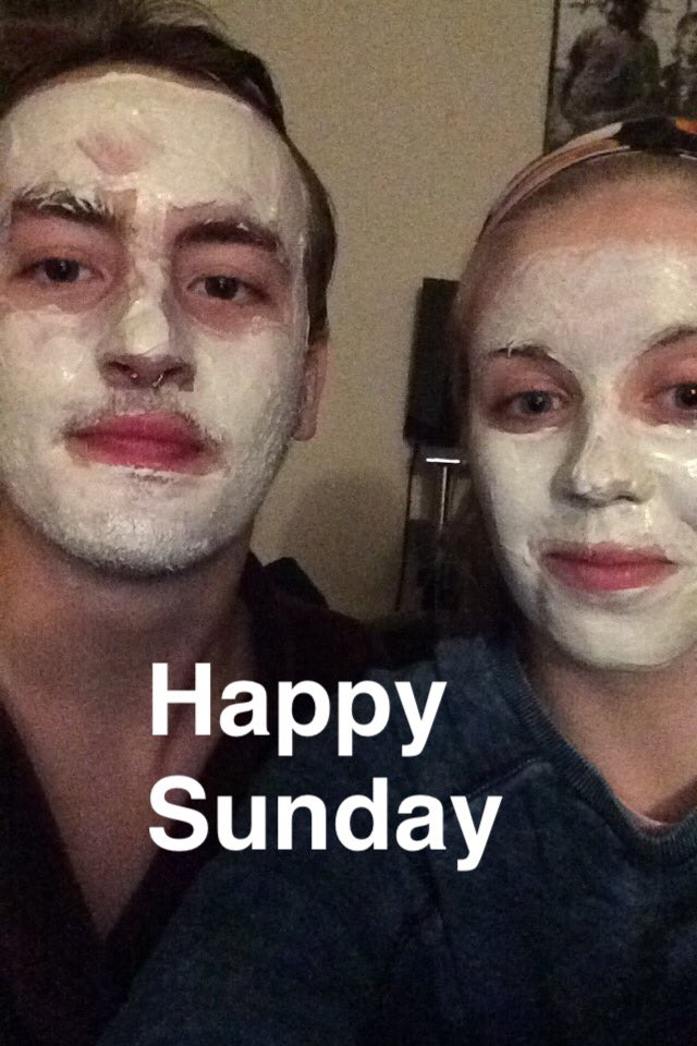 #StudentChats when you need a break find really relaxing music & get on your facemask with a friend #bestnightever https://t.co/Lq0YFUWd6S