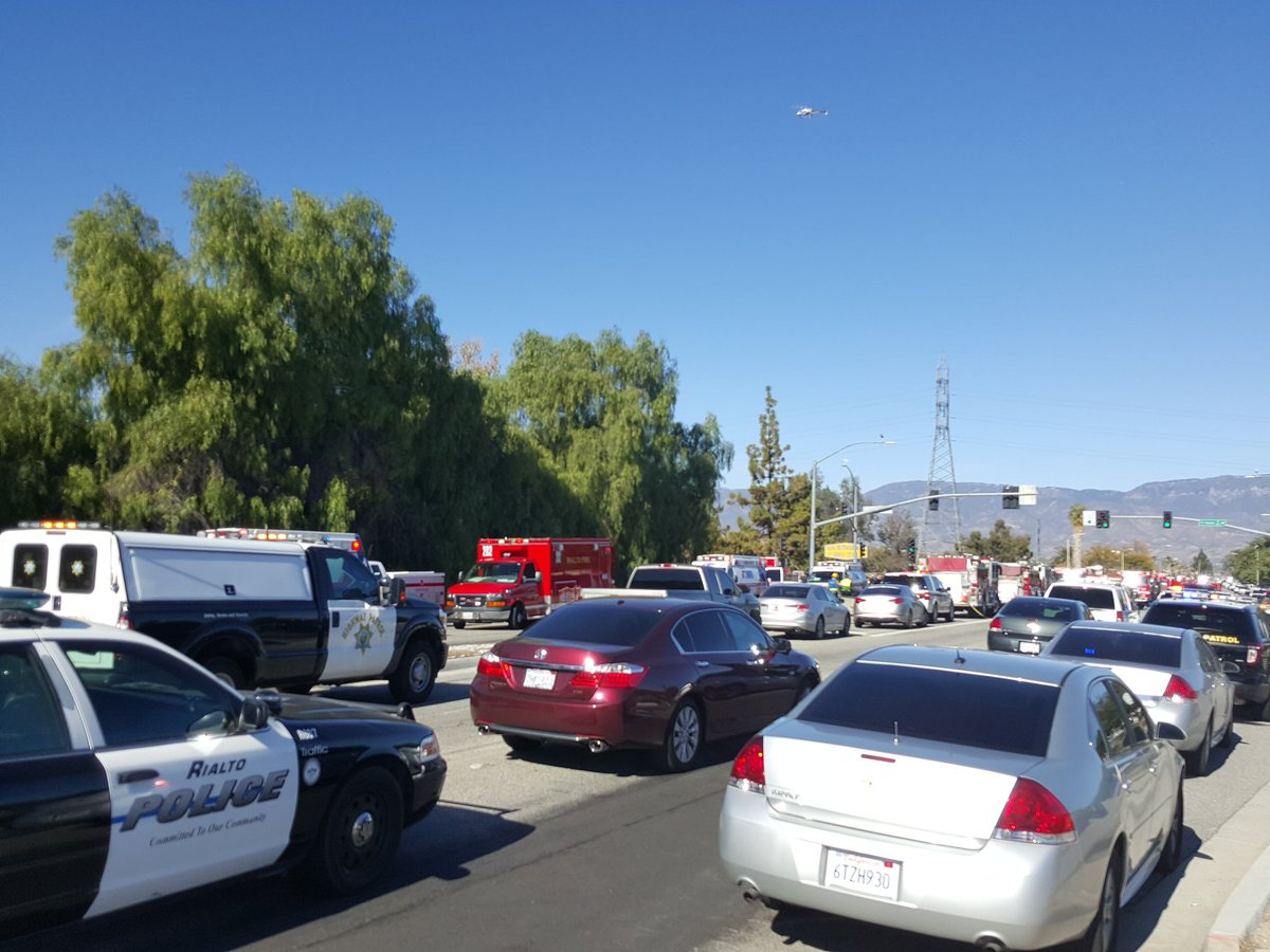 The scene just outside the SAN Bernardino active shooter. All of these are law enforcement vehicles. https://t.co/dseTo1z1MQ
