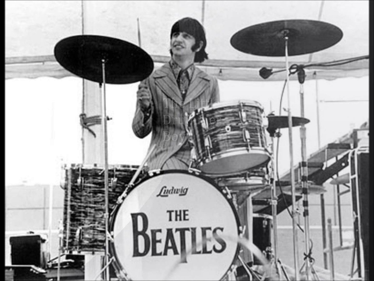 "Beatles, venduta all'asta la batteria ""Ludwig Oyster Black Pearl"" di Ringo Starr"
