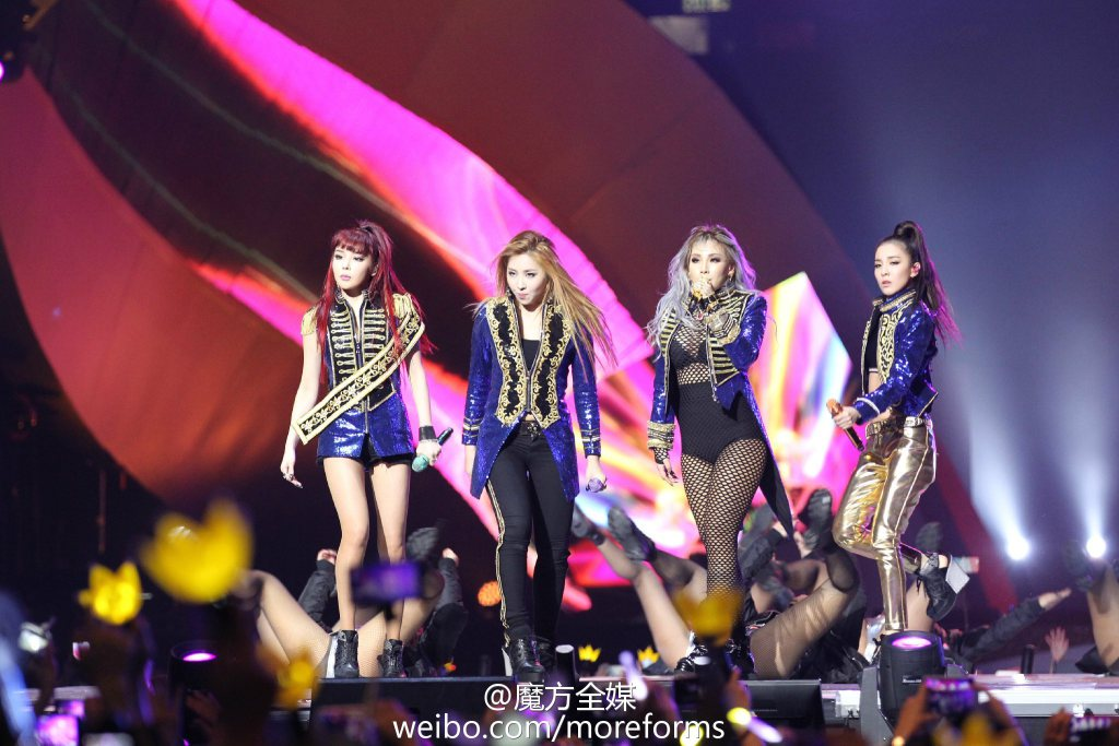 Photos: 151213 Fantaken and Press Pics of Sizzling, Passionate 2NE1 Tearing Up the MAMA… https://t.co/ZdrZRb2gy0 https://t.co/hSjlAjFJ3W