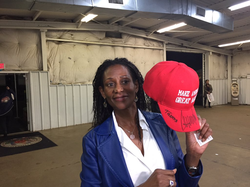 Met @shereeksaber after she joined @realDonaldTrump on stage in Manassas. #Trump even signed her hat! @DanScavino https://t.co/aiuiJunwip