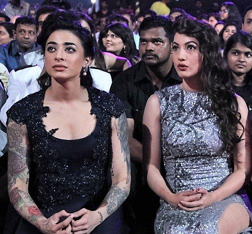 VJ Bani and Gauahar Khan at Zee Rishtey Awards 2015 ZRA 2015