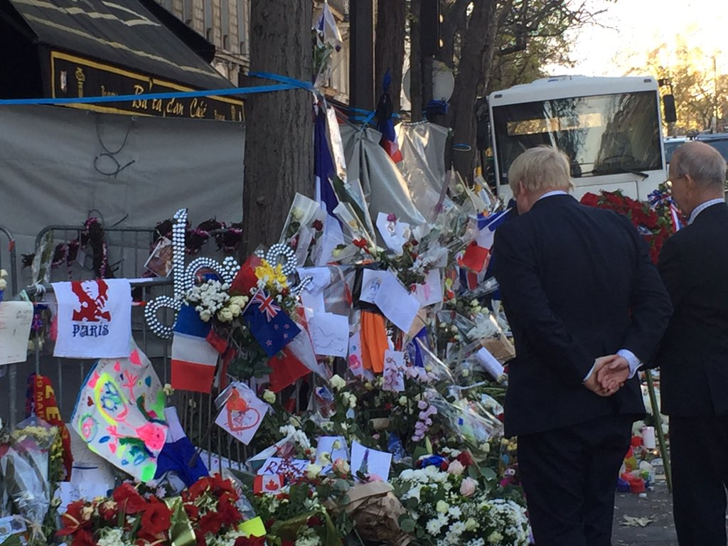 Paris & London stand together - on behalf of Londoners this morning I placed a flower outside the Bataclan Theatre https://t.co/Mk2YeidJ3Z