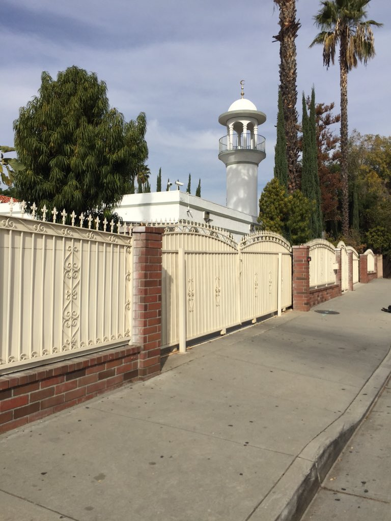 The Islamic Center of Claremont is usually bustling with activity. Today it is silent @atvn https://t.co/eRDy0r8Mag