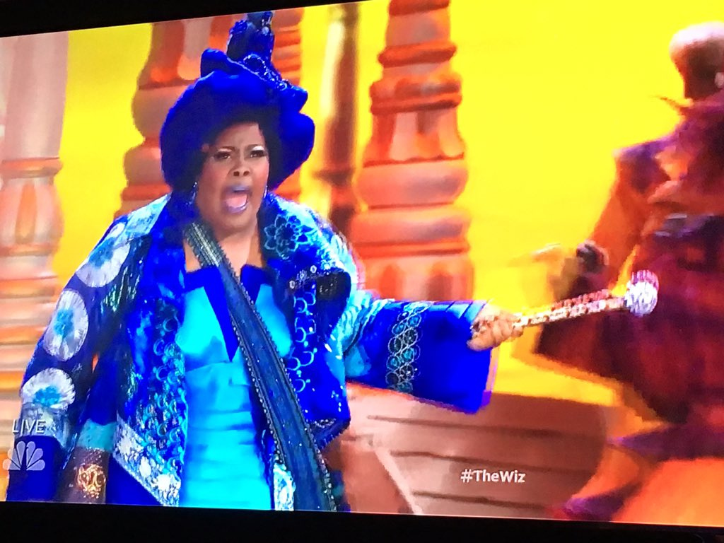 Yaaasssss girl!  @MsAmberPRiley is killing it! #TheWiz https://t.co/gGssuTsaMb