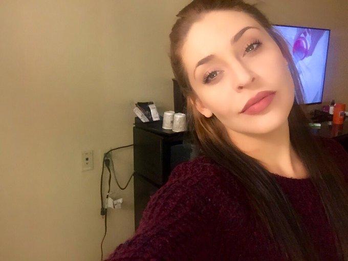 ratchet cords, burgundy lips,  sweater weather,chubby cheeks. ???? https://t.co/ugMT4m8ZdU