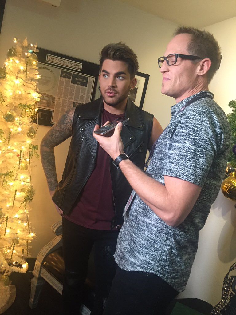 OK... @adamlambert is the BEST!! He's calling a fan who couldn't be here!! #Glamberts #MIXMas https://t.co/jydGSTIKtD