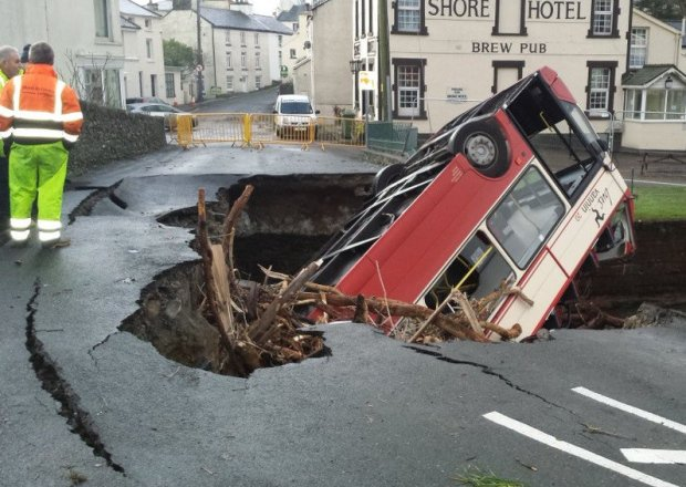 Amazing picture in the daylight of the Laxey bridge collapse / Bus incident on line this morning https://t.co/HFw1O7PALY