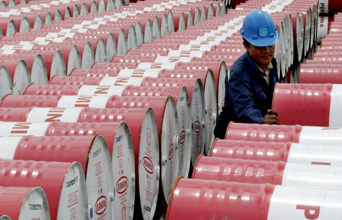 Crollo del prezzo del petrolio, benzina e gasolio al distributore invece no
