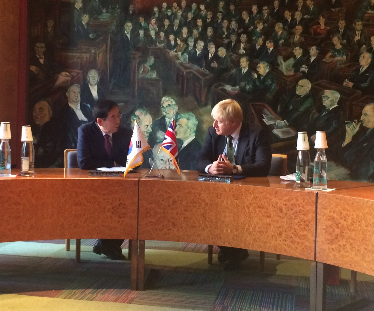 I have just signed a MOU with the Mayor of Seoul that our cities will work to use new clean tech to reduce emissions https://t.co/2B1HNydjVD