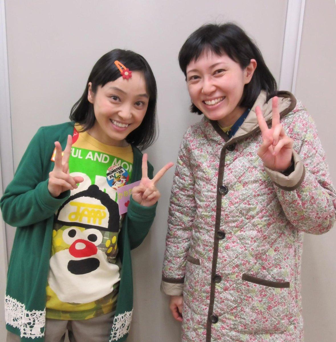 というわけで、金田朋子さんにようやくご挨拶できました。やっぱり似ているかな?? #ワラッチャオ 注:今だに誤解され気味ですが、金朋さんと私は別人です♪ https://t.co/yl1ikKPiX8