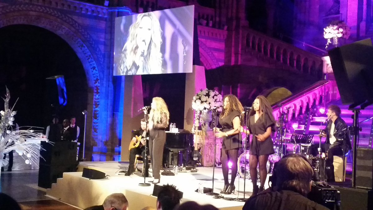 Miss @EllaHenderson entertains at the Natural History Museum while Charles Darwin looks on. #Darwin #Ella https://t.co/ahVbqAa7Ze