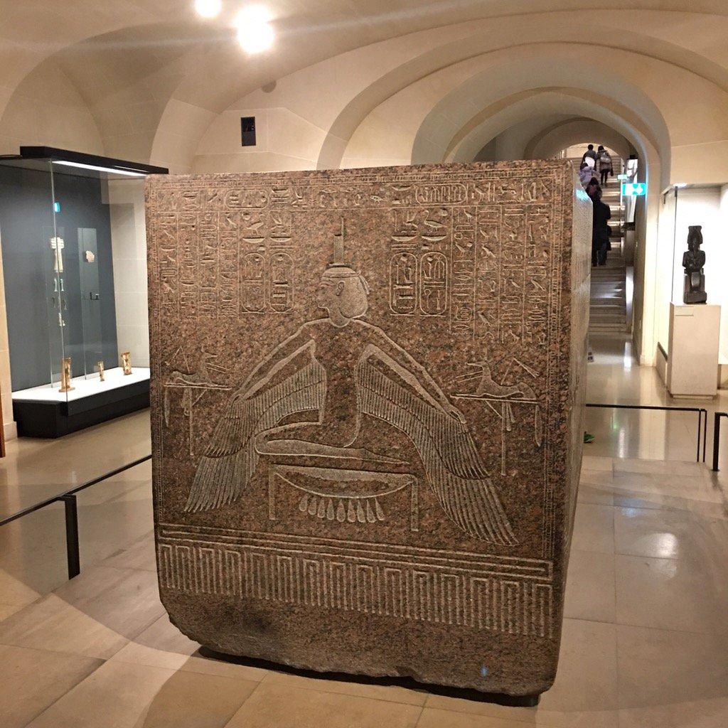 Isis ptérophore sur un sarcophage #Égypte #Louvre #Paris https://t.co/lGZSxZZAHS