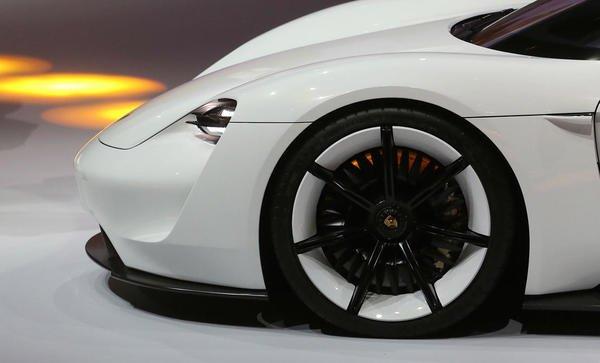 Porsche greenlights a $1.1 billion project to topple the @teslamotors Model S; not ... https://t.co/RfrUHwJKn0 #news https://t.co/oqz1PgSYwO