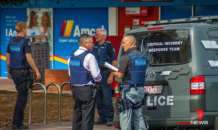 Melbourne: uomo tiene in ostaggio ex fidanzata in un panificio di Rye