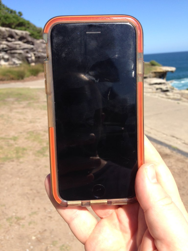 Found: One iPhone6S. Sitting on top of the leg stretch at Mark's Park Outdoor Gym. Near Kenneth St Tamarama. Yours? https://t.co/5PFW38kXK3