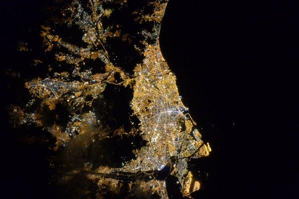 Barcelona des de l'Estació Espacial Internacional https://t.co/9cbQ2JFsc9 https://t.co/1rqMjvTCIj
