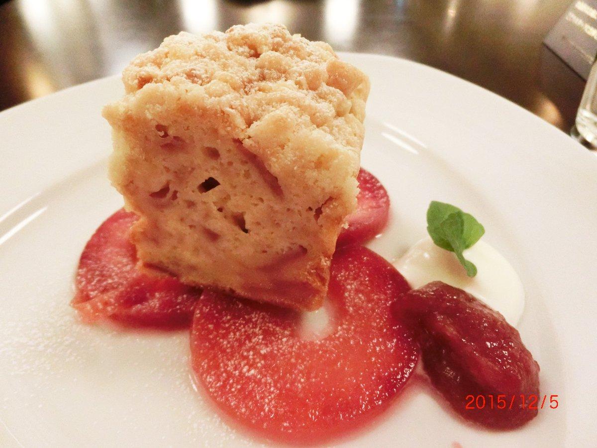 シャトンルージュさんの本日からの限定品・御所川原りんごのクランブルケーキ食べてきた。クランブルは甘さ控えめのさっくさく&ケーキは林檎たっぷりのしっとりもちもち。蒸し焼きかな?と思って聞いたら、やっぱりスチームオーブンで焼成とのこと。