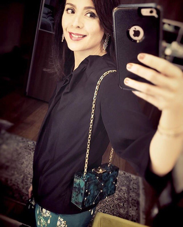 @DawnZpost sharing some #baglove with her #rafeclutch #lovethis and she got it at @Rustansph