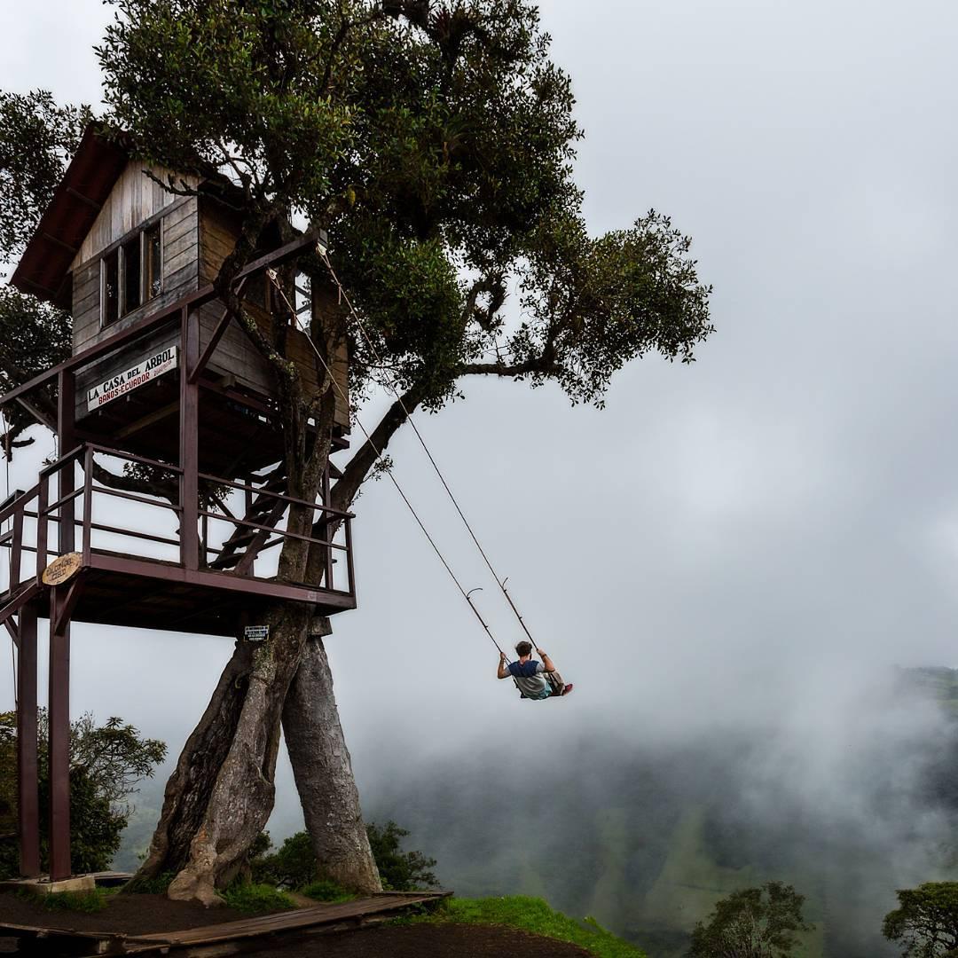 Earth pics on twitter swing on the edge of the world at - Casas de madera en arboles ...