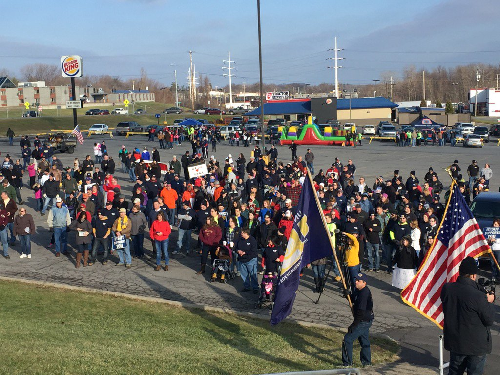 Great crowd; great #solidarity in Massena! https://t.co/Yhon7Th170