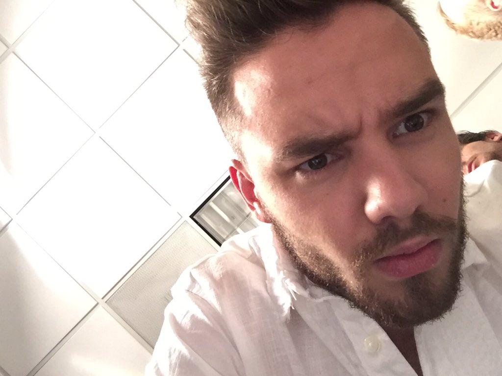 When @Real_Liam_Payne jacks ur phone, takes photo burst