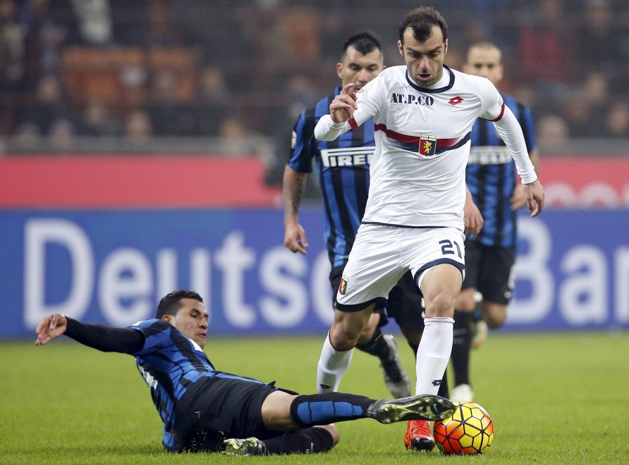 Pandev looks to escape opponents