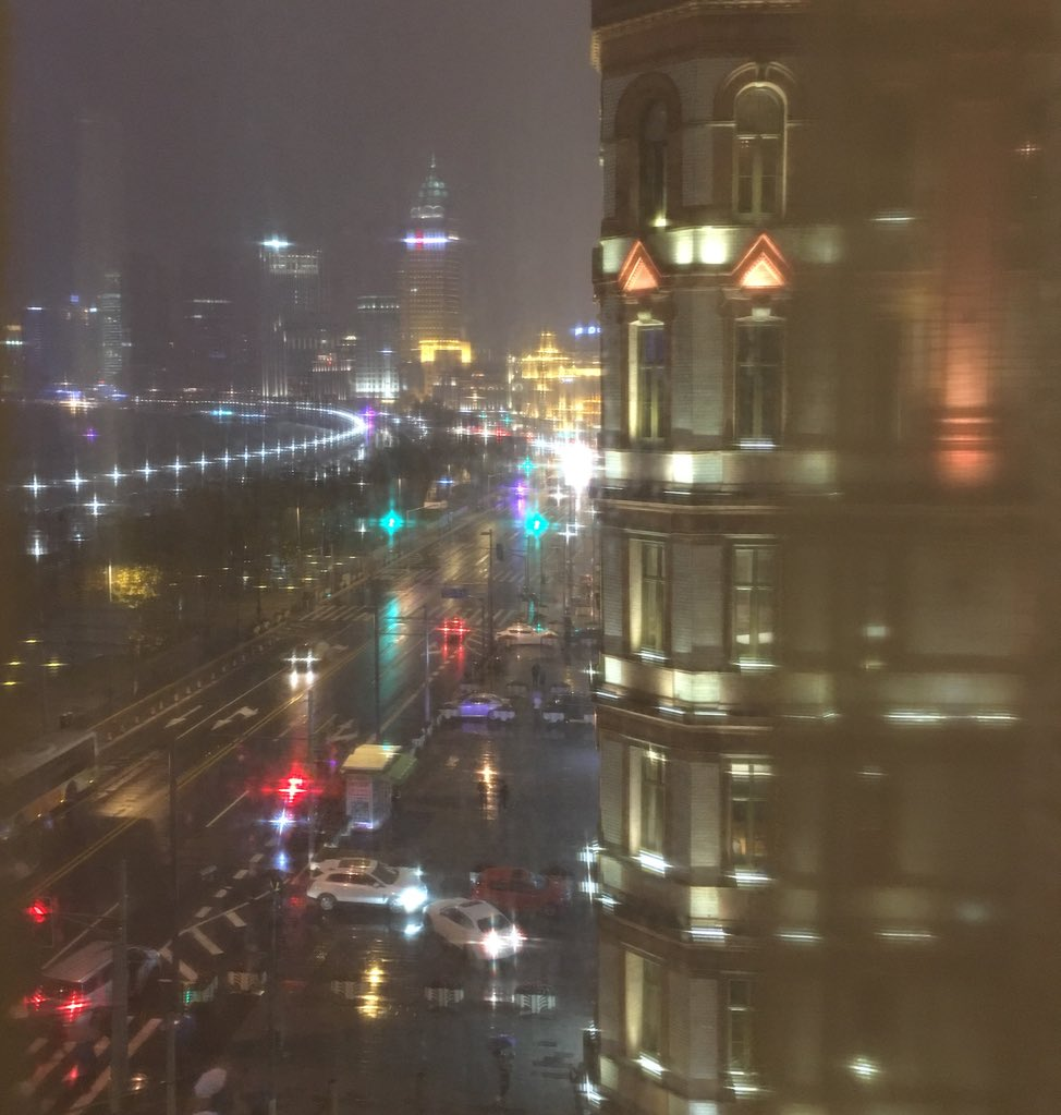 A view of the Bund at night … Shanghai is all very Blade Runner when it's rainy. https://t.co/DKAtqSnBCn
