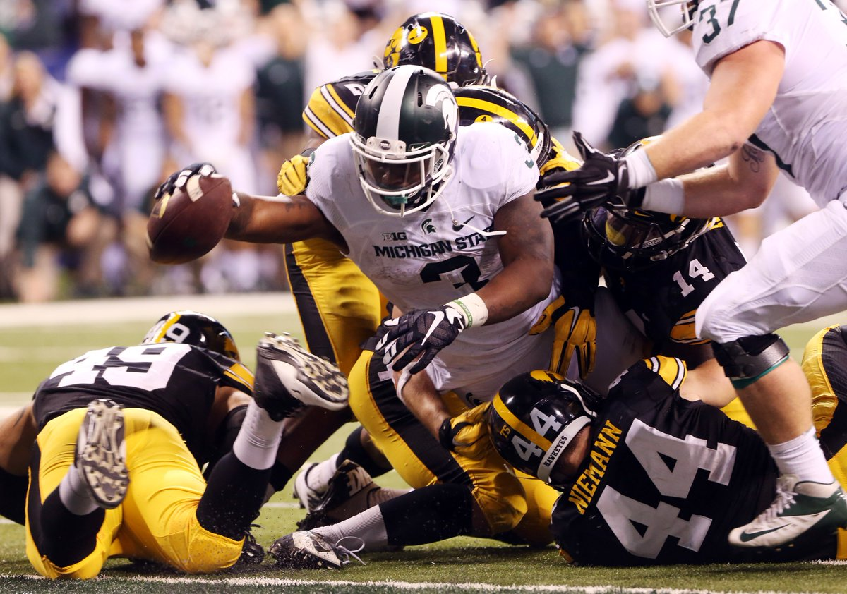 One to remember. Right, @MSU_Football fans? (Photos: @USATsportsImage) https://t.co/Wf2k1yLa8u